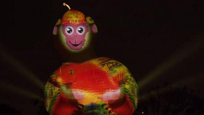 福祿猴「醜」態完整版 讓柯市長又「抓頭」了