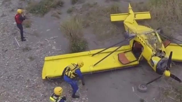 輕航迫降沙洲 目擊者:機上1男1女脫困快閃