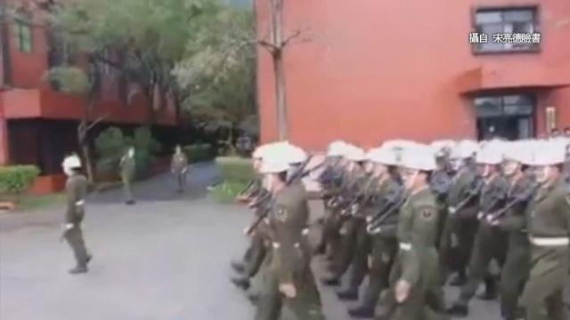 憲兵步伐亂七八糟 網友感慨:這是娃娃兵嗎?