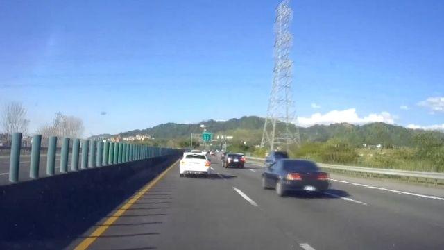 未保持安全車距  國道三號轎車連撞2車
