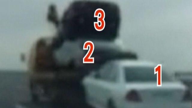 危險! 拖吊車後拖1台 車斗再疊2台奔國道