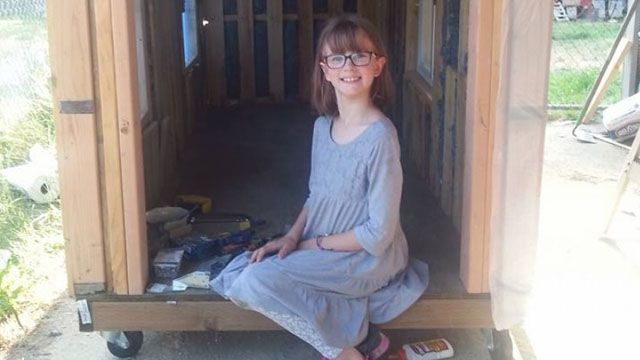 街角小太陽!九歲女孩種菜蓋屋 關懷流浪漢