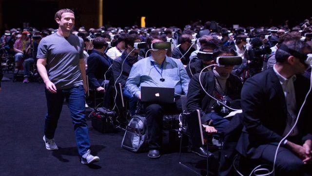 虛擬實境來臨? 祖克伯走過卻不察