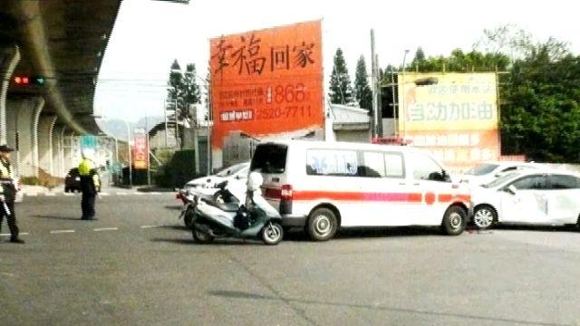 疑視線死角惹禍 轎車未減速撞救護車