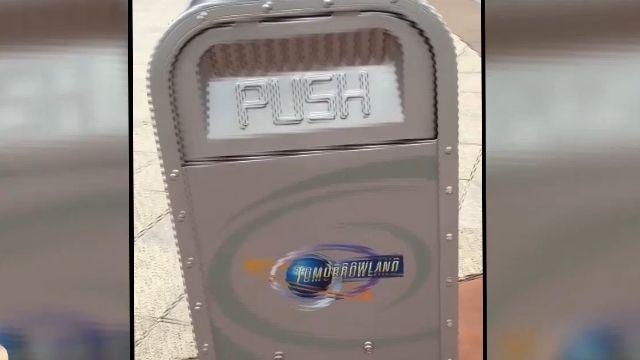 超聰明垃圾桶?!網友赴迪士尼與「它」聊天
