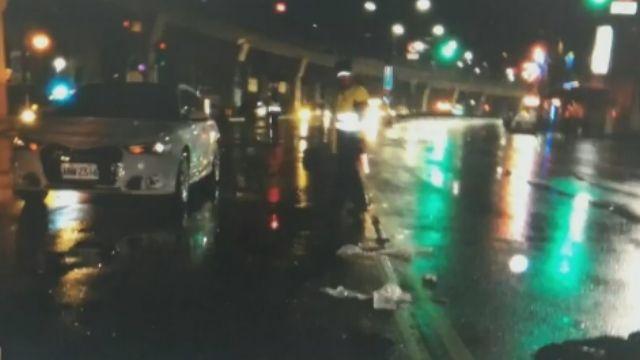天雨路滑視線不佳! 行人闖紅燈遭撞飛不治