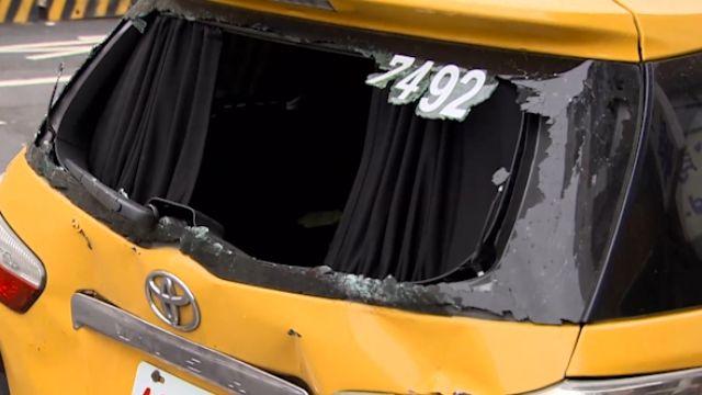 小黃疑擋車害追撞 竟當街怒打公車司機