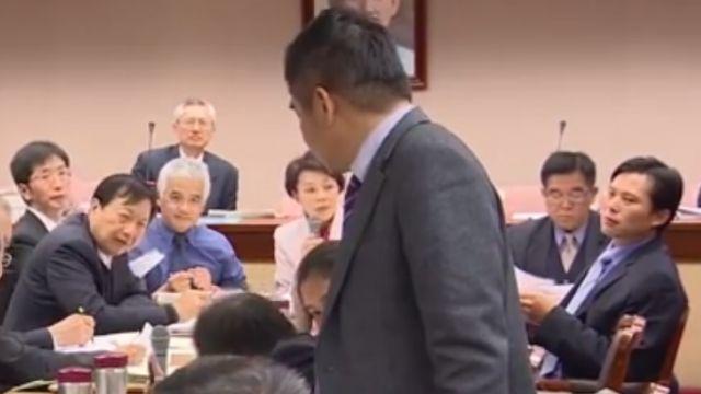 立委列席討論災防法 黃國昌:站著比較會說話