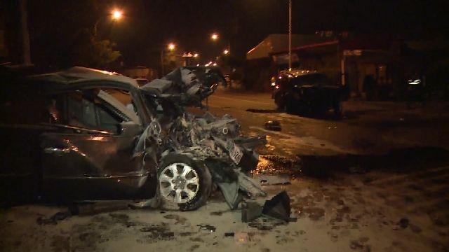 疑車速過快! 休旅車衝對向撞轎車 1死4傷