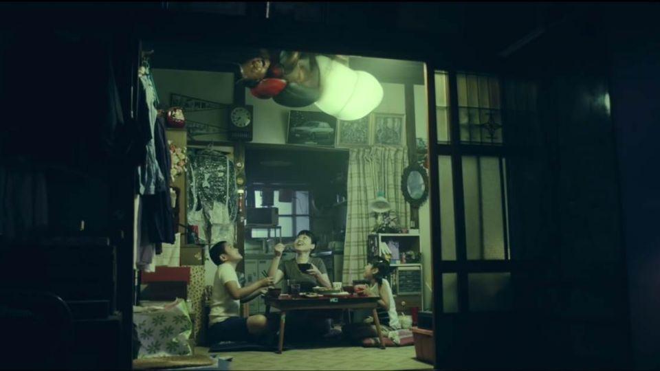 日本超奇怪廣告 告訴你螢火蟲只能活…