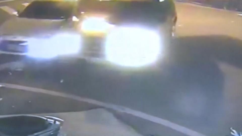 兩車行經路口未減速對撞 女乘客下巴撞斷