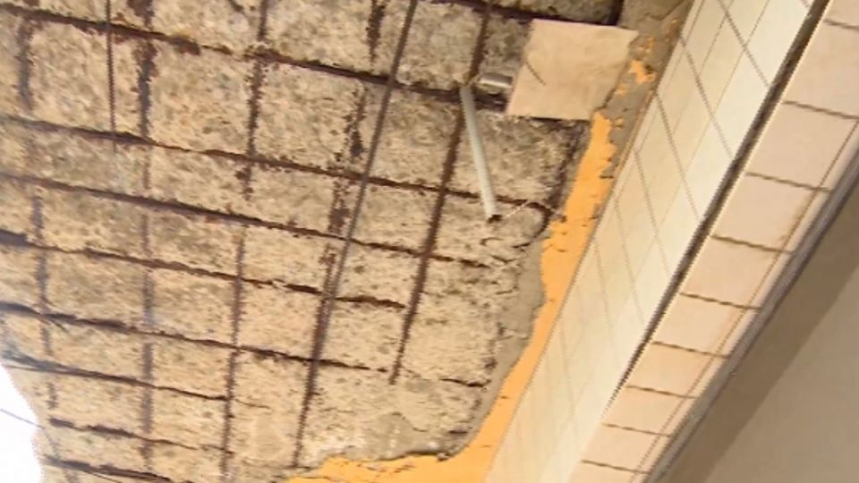 面目全非! 淡水海砂屋 崩壞17年無法重建