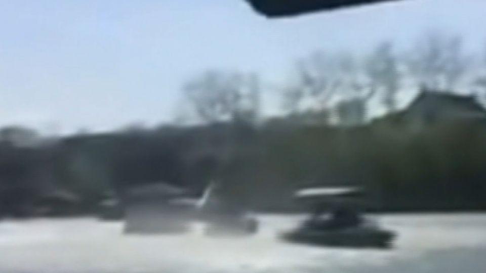 北京罕現「龍捲風」 船被吹翻
