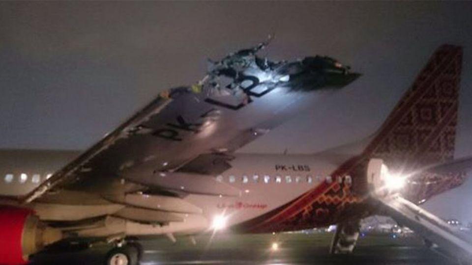 雅加達機場飛機擦撞意外 波音737機翼遭撞斷