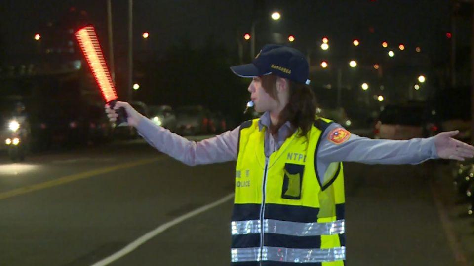 女警值勤被捕捉 網友:太漂亮了!