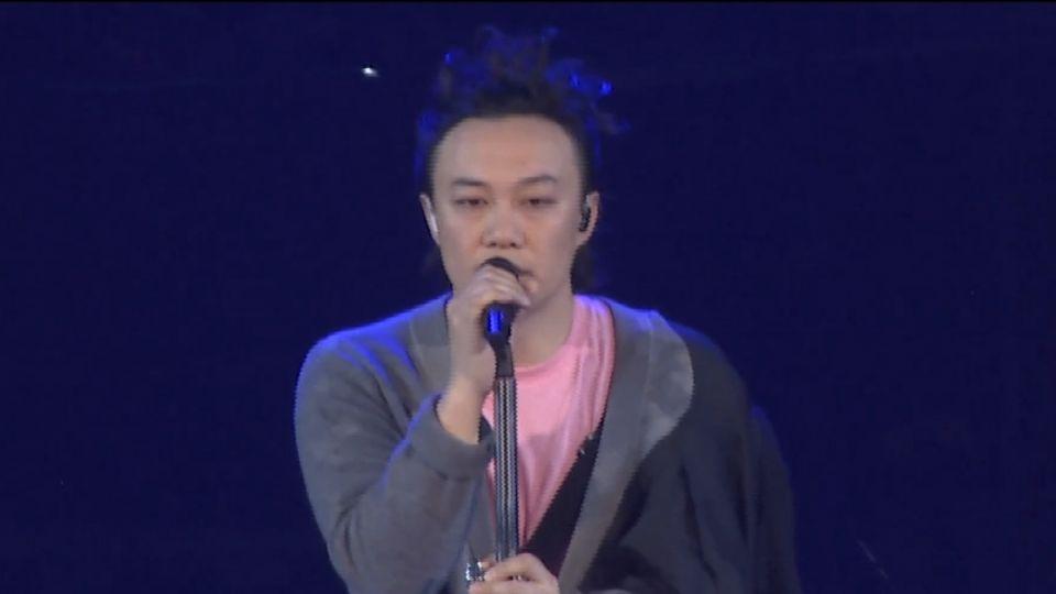 陳奕迅台北演唱會最終場 上萬歌迷擠爆小巨蛋