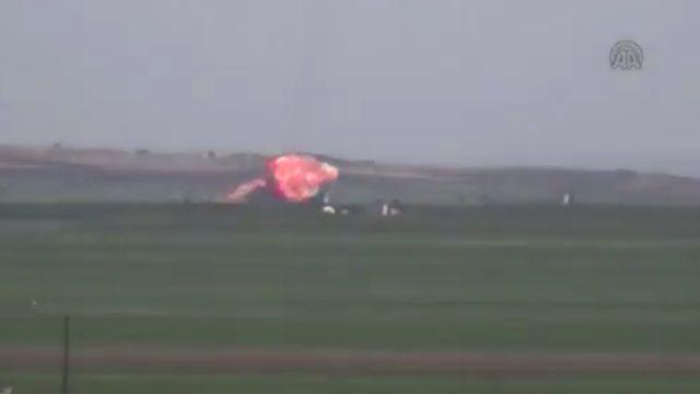 影片曝光!敘利亞戰機遭擊墜 飛行員恐被活捉