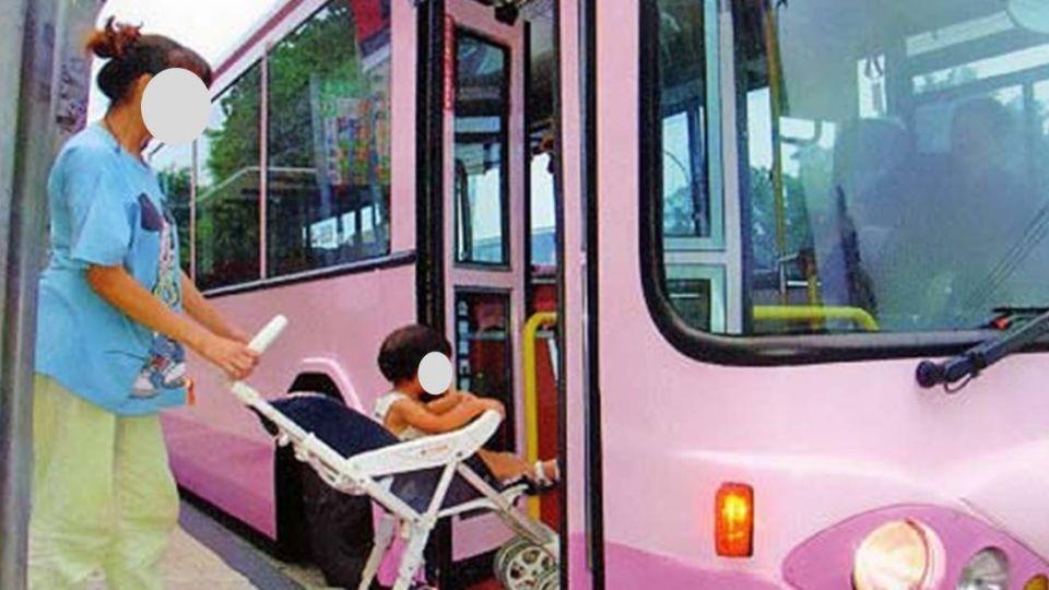 誇張!嬰兒公車上哭 乘客竟對媽媽下逐客令
