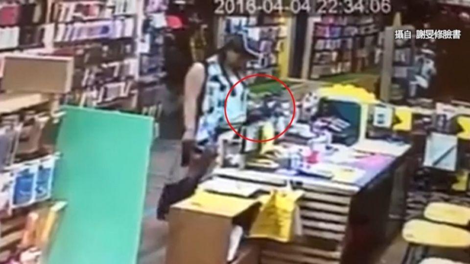 趁店員沒空...熱褲女秒偷手機遭po網