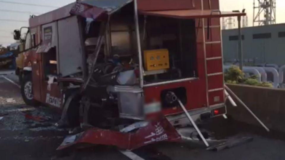 化學槽車國道翻覆!警消到場處理遭撞釀3傷