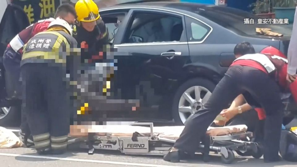 心臟病發?轎車駕駛昏車內 警消破窗救不治