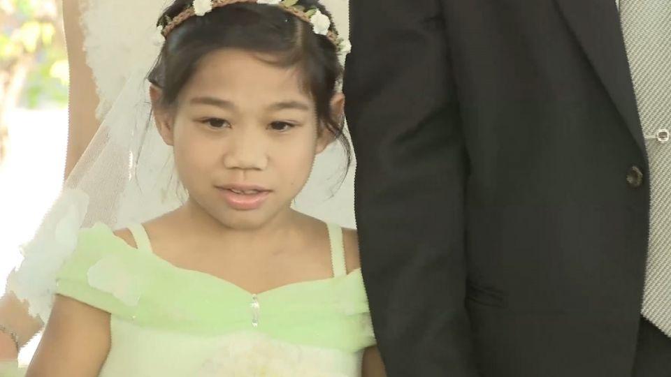 「怕等不到穿婚紗」 醫師牽重病少女進禮堂