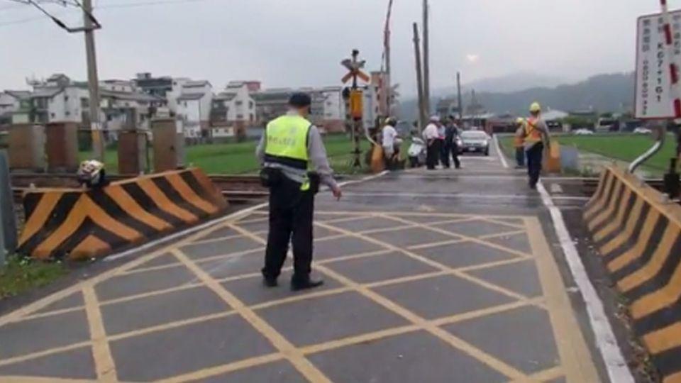 區間車礁溪-四城站間撞擊機車 騎士輕傷送醫