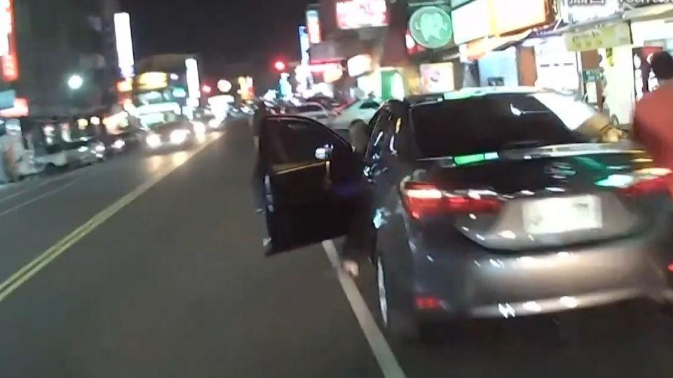 並排開車門多危險?東森鏡頭實際直擊