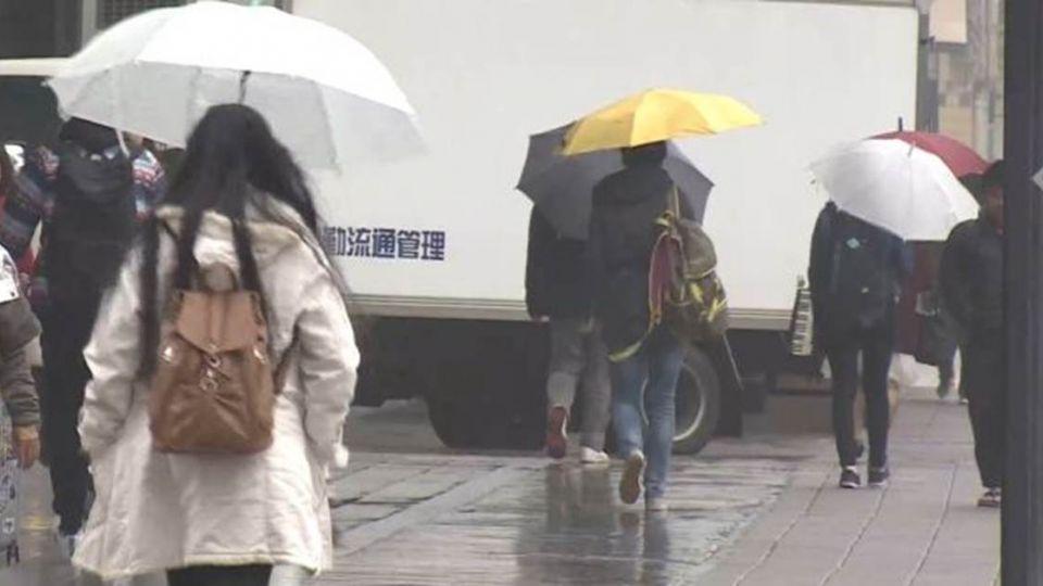 又要下雨了…中部以北偶陣雨 海邊有強風!