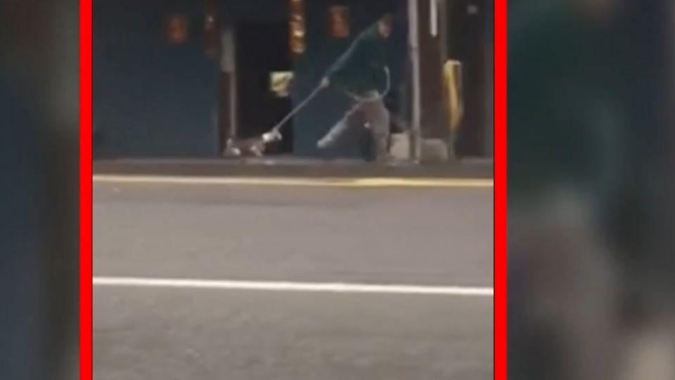 把狗當「鉛球」拋甩摔地 虐狗男被拍還比YA