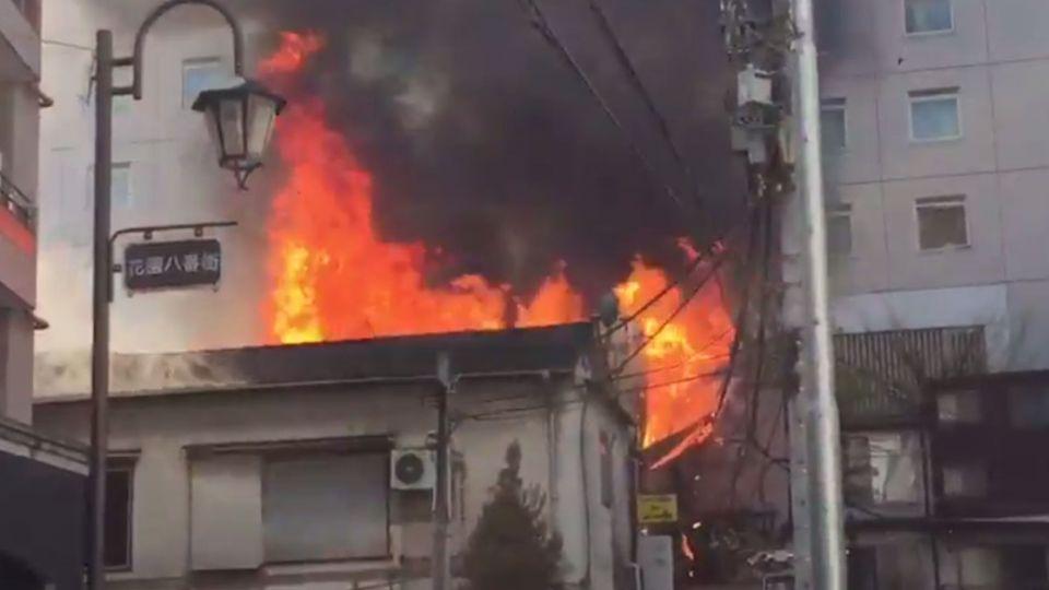 【影片】日歌舞伎町大火竄燒 6屋燒毀傳1傷