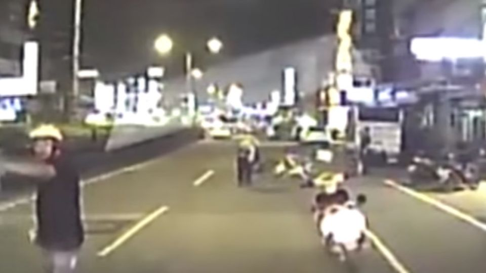 19歲美籍傳教士摔車 遭後方車輛直接輾過