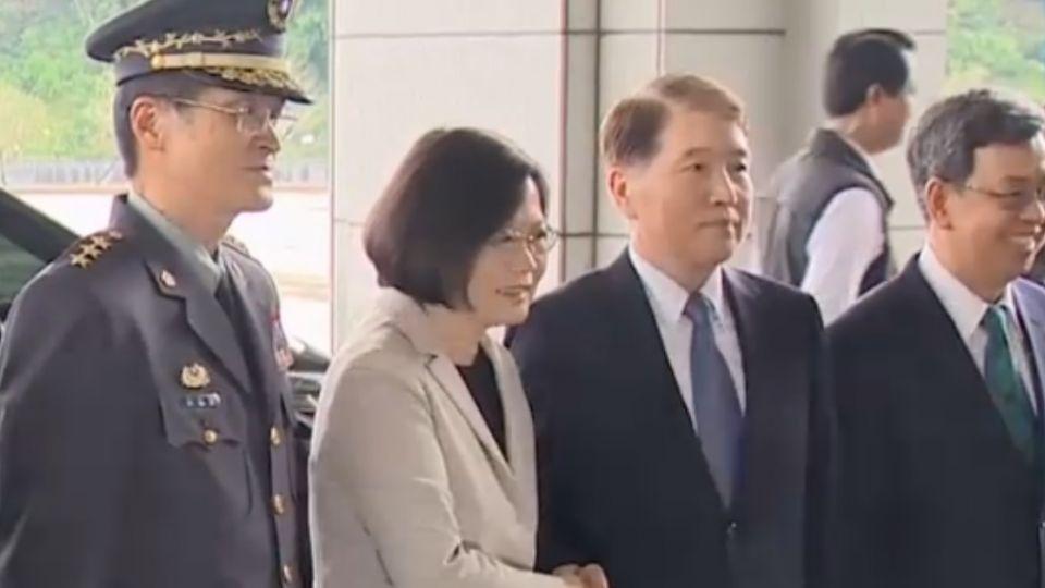 首位女三軍統帥  蔡英文:為國軍團結而戰