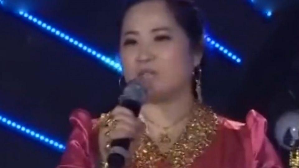 陸選秀節目「炫富姐」 全身穿戴6公斤黃金