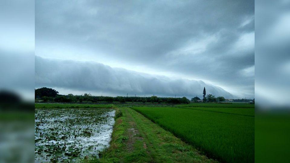 「雲瀑」奇景超壯觀 網友驚呼美得像幅畫