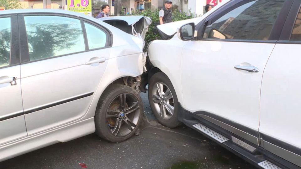 酒駕、疲勞駕駛  男衝撞路旁百萬名車
