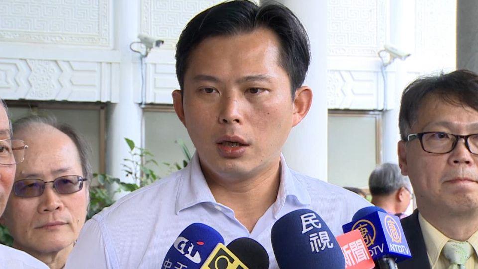 詐欺嫌犯「回台即放」! 黃國昌怪罪法務部