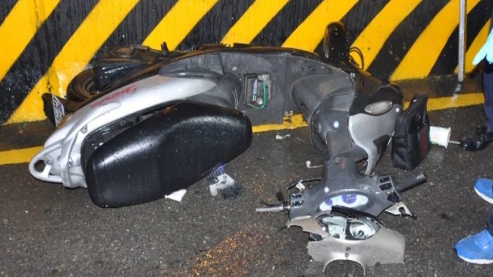 自撞喪命逆轉! 轎車撞擊騎士 拖行害人