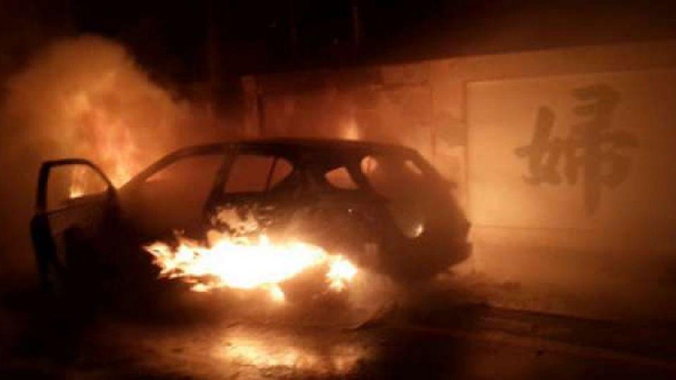 女子車內燒炭輕生釀火災 自行脫困獲救無大礙