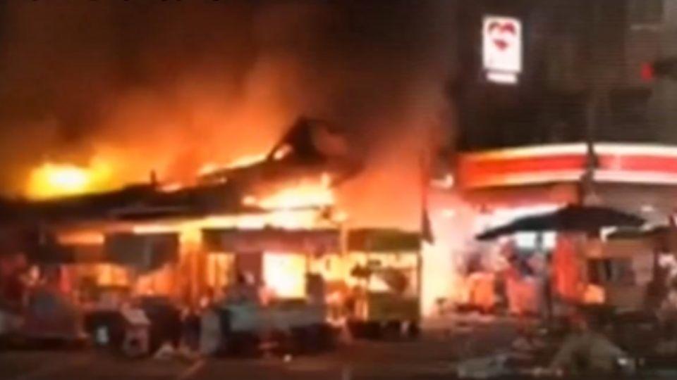 三和夜市傳火警 疑攤販吵架釀災2人傷