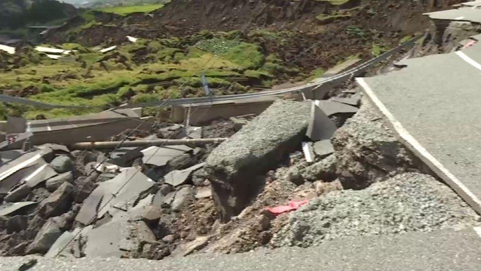 南阿蘇地區山路崩塌 東森新聞現場直擊