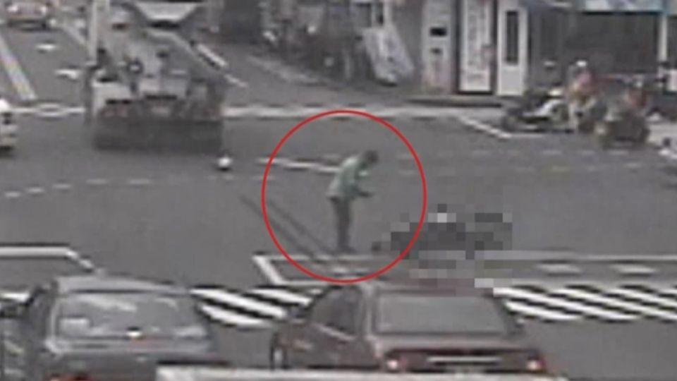 悚!水泥車擦撞機車 73歲男騎士頭重創亡