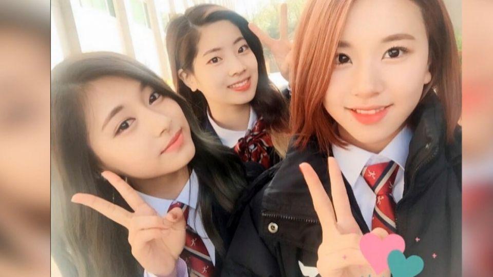 周子瑜上高中第一天 穿制服比YA 粉絲:超萌