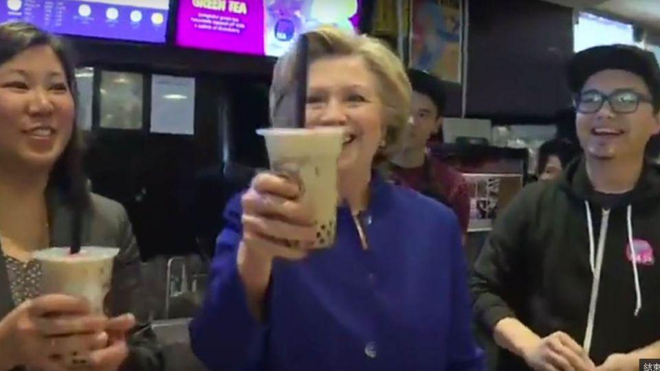 【影片】「珍奶乾杯」!希拉蕊初嚐一口驚喜連4讚