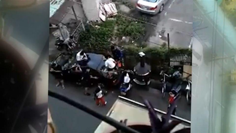 國中生群聚抽菸「踩車」  鄰居不滿PO網控