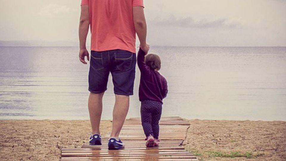 小一女給父親的「震撼教育」 網友:太感人了!