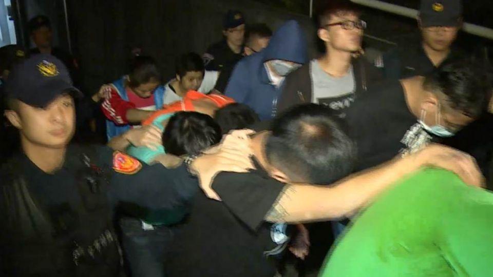 馬國「返國就解散」詐騙嫌犯 18人昨夜羈押禁見