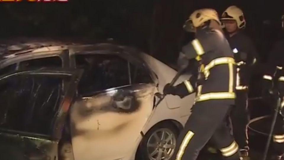 貨車拋錨上國道 慘遭轎車追撞起火