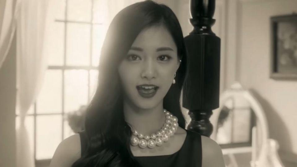 周子瑜新歌大變身 MV跟成員大玩變裝秀