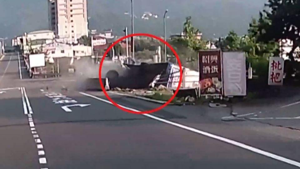 「突失控右傾」駕駛不適 明台校車撞護欄墜邊坡14傷